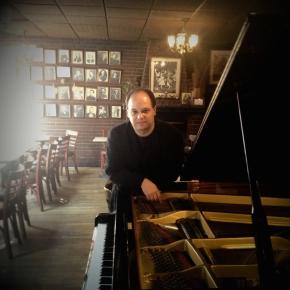 Emir Gamsızoğlu at Caffe Vivaldi